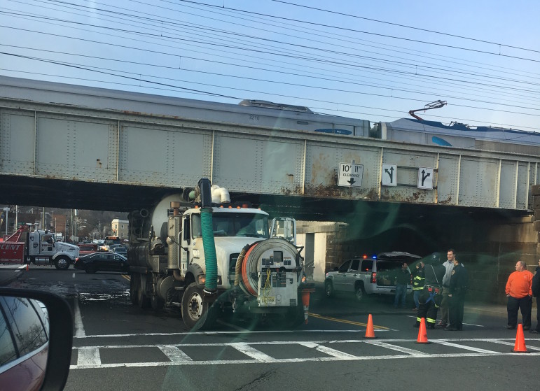 truck mamaroneck bridge