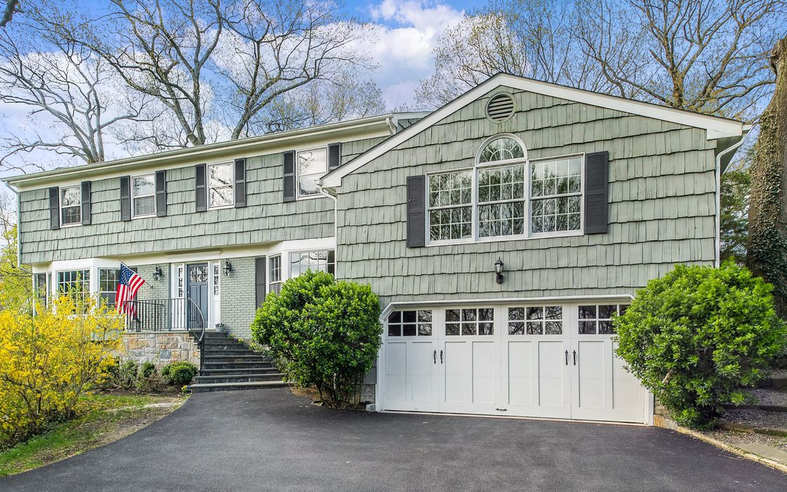 Colonial with Golf Course Views